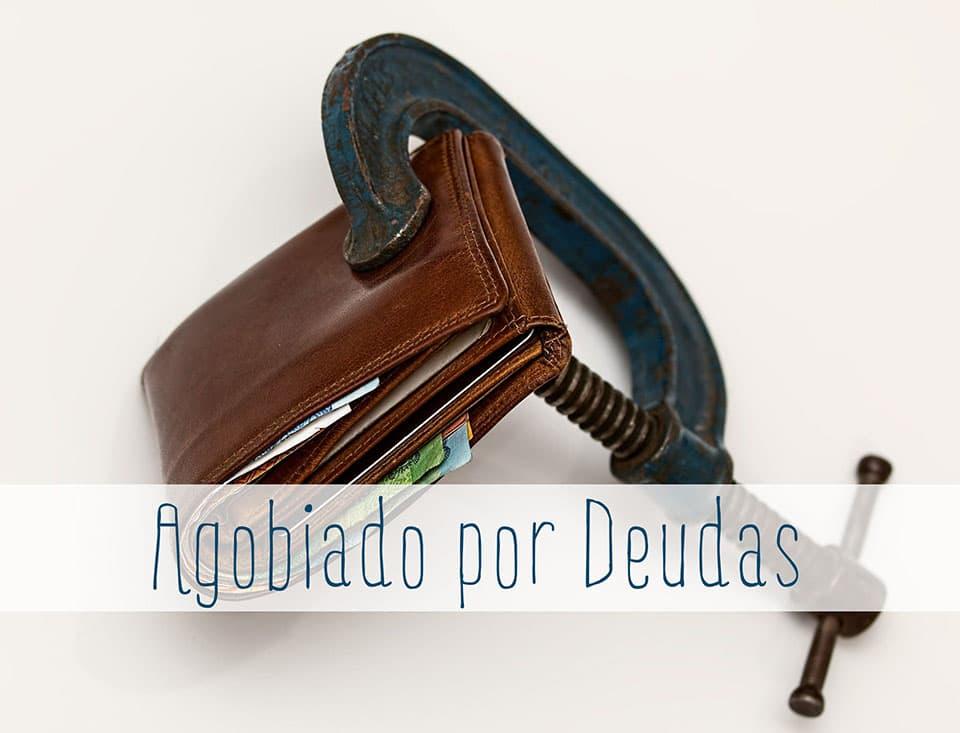 agobiado por deudas